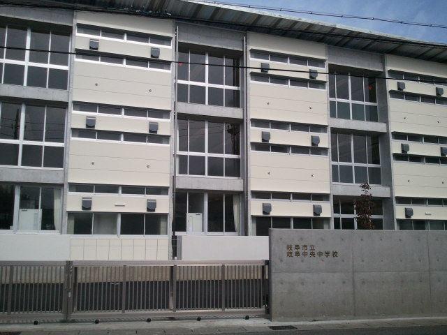 当社目の前の中学校出来てきました。